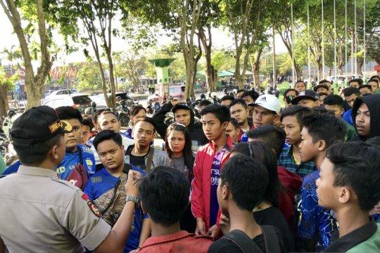 Ratusan suporter Persib datangi Sidoarjo meski tanding tanpa penonton