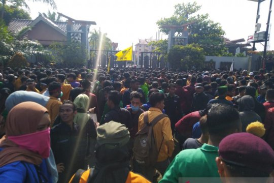 Demo mahasiswa tolak revisi UU KPK di Samarinda berlangsung ricuh