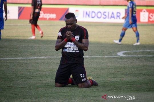 Persipura lawan Persib imbang 1-1 pada babak pertama