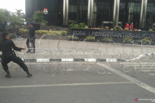 Mahasiswa desak DPRD Kepri tolak pelemahan KPK