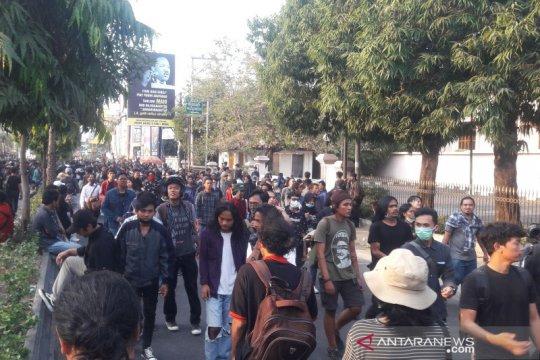 Massa aksi #GejayanMemanggil di Yogyakarta bubar dengan damai