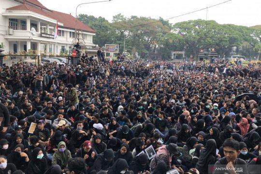 Ribuan mahasiswa di Kota Malang gelar aksi serukan beberapa tuntutan
