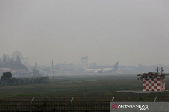 Asap selimuti Aceh, aktivitas penerbangan dibatalkan