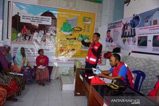 PMI NTB mendistribusikan ribuan solar lamp untuk masyarakat rentan