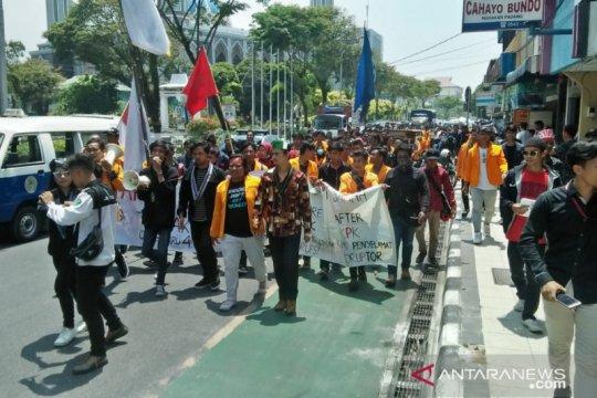 Mahasiswa datangi DPRD Balikpapan, tolak RKUHP dan UU KPK