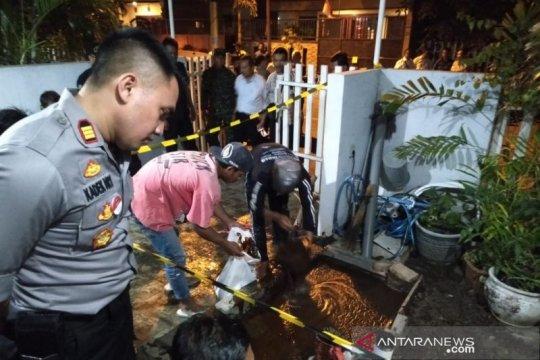 Semburan lumpur keluar di rumah warga di Surabaya
