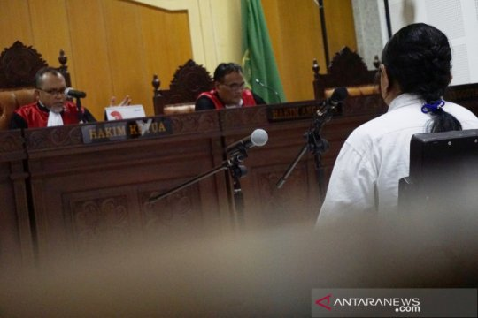Penyuap Rp1,2 miliar ke Imigrasi Mataram dituntut dua tahun penjara