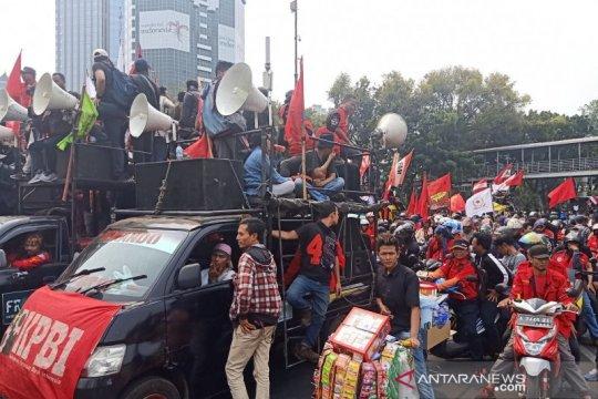 Demo mahasiswa, buruh ikut bergabung di Monas menuju Senayan