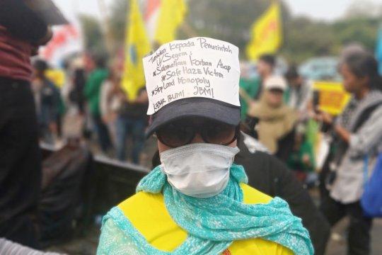 Aktivis lingkungan suarakan penuntasan karhutla di Monas