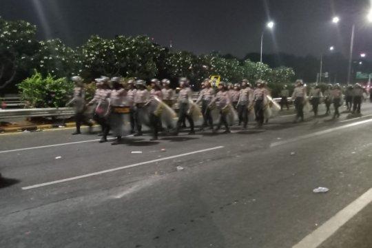 Massa pendemo di jalan layang Slipi hentikan aksi