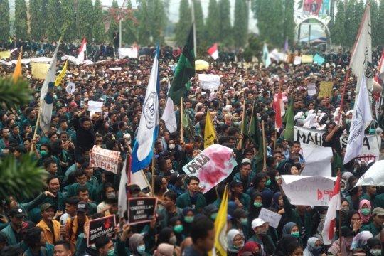 Aksi massa di kantor DPRD Lampung berjalan lancar