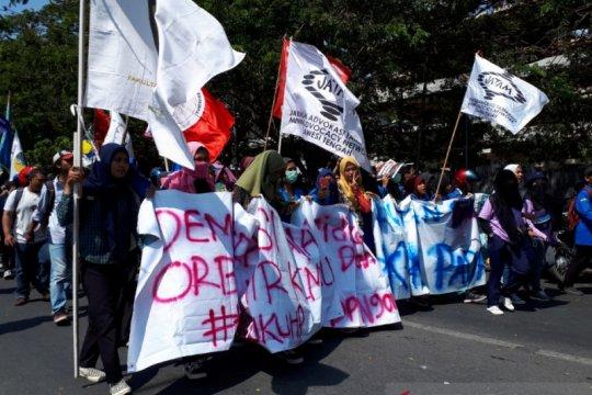 Demo di depan DPRD Sulteng damai, mahasiswa serahkan sejumlah tuntutan