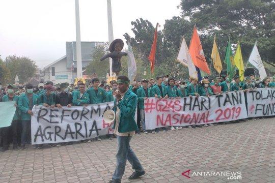 Ratusan mahasiswa demo di DPR Aceh