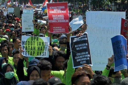 Unjuk rasa mahasiswa tolak UU KPK hasil revisi dan RUU KUHP Page 5 Small