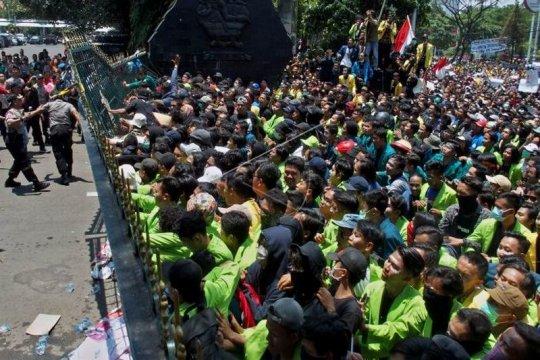 Unjuk rasa mahasiswa tolak UU KPK hasil revisi dan RUU KUHP Page 8 Small