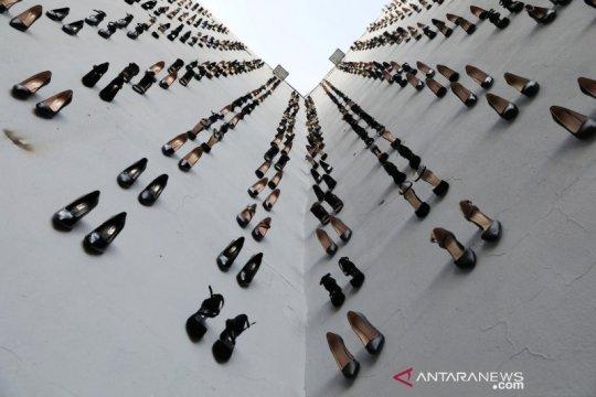 Instalasi sepatu hak tinggi, simbol kekerasan pada perempuan di Turki