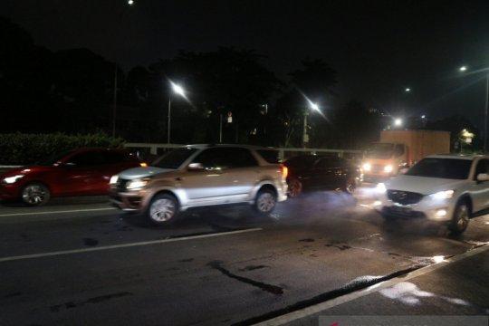 Kendaraan di Tol Slipi-Grogol bergerak usai terjebak enam jam