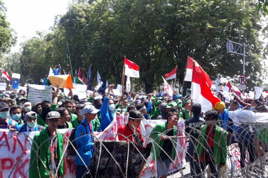 Ribuan mahasiswa di Palu unjuk rasa sampaikan tiga tuntutan