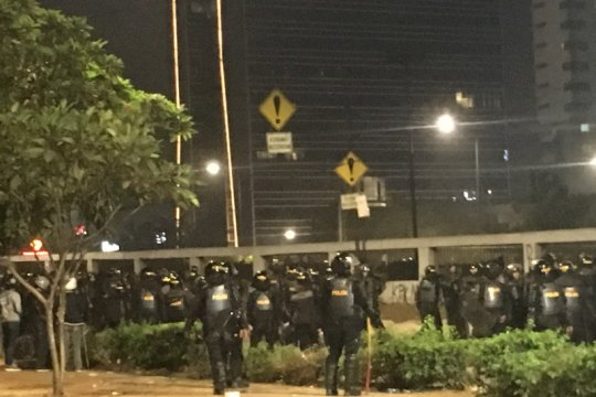"Massa demonstrasi ricuh di ""fly over"" Slipi"