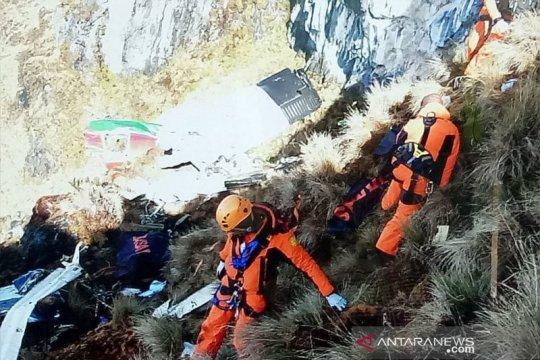 Jenazah korban kecelakaan pesawat Twin Otter dievakuasi ke Timika