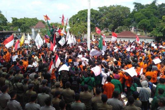 Ribuan mahasiswa Ogan Komering Ulu demo tolak revisi UU KPK