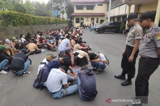 Polisi temukan senjata tajam celurit dalam demo pelajar