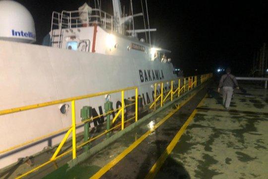 Bakamla tangkap kapal diduga transfer BBM ilegal di perairan Batam