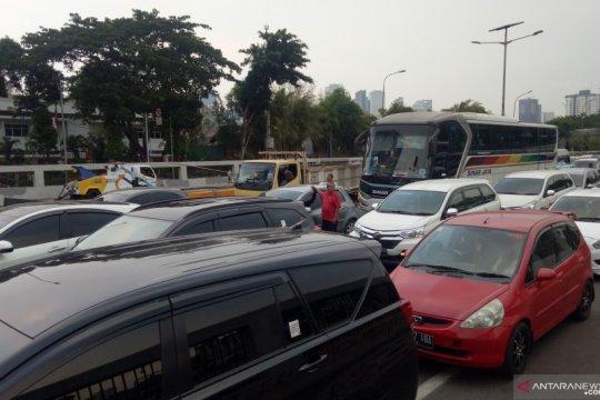 Demo pelajar, arus kendaraan di tol Slipi-Grogol terhenti