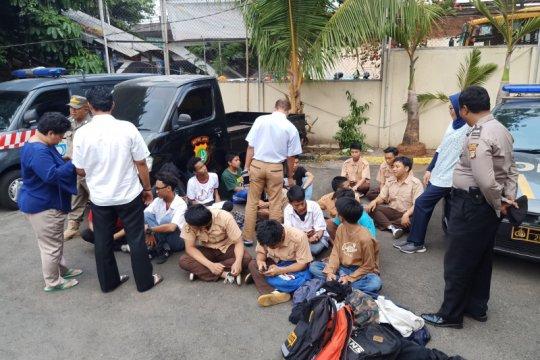40 pelajar dijaring petugas gabungan di Jakarta Timur