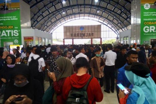 Demostrasi DPR, Stasiun Palmerah ditutup sementara
