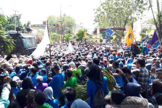 Unjuk rasa di DPRD Sulteng berakhir bentrok, puluhan mahasiswa terluka