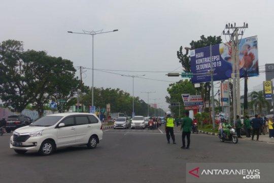 Arus lalu lintas dari Khatib Sulaiman-Simpang DPRD ditutup karena demo