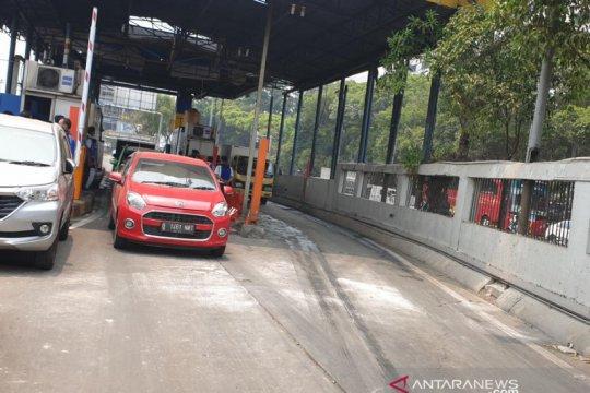 Gerbang tol Pejompongan dibuka usai rusak akibat aksi massa