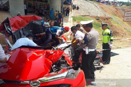 Sedan tabrak truk di tol Batang tewaskan 2 korban