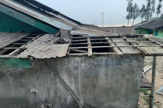 Puluhan rumah di Kalikajar Wonosobo rusak diterjang puting beliung
