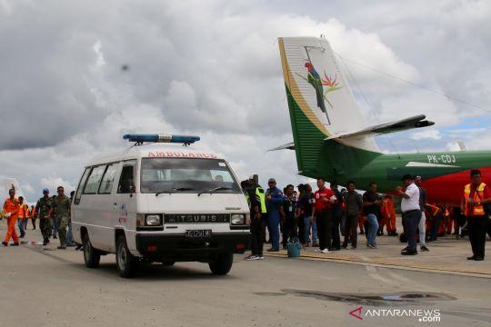 Evakuasi jenazah korban kecelakaan pesawat Carpediem Air di Timika