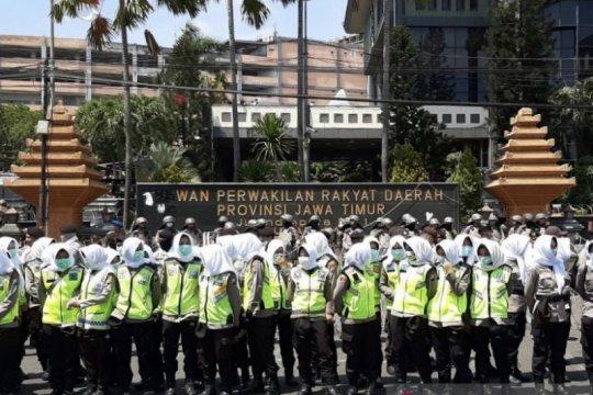 "Polda siagakan pasukan ""Asmaul Husna"" dinginkan demo di Surabaya"