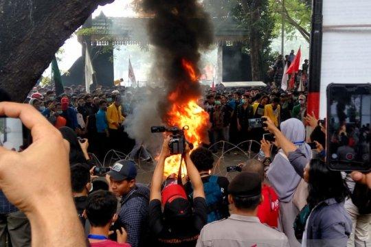 Polisi tetapkan 40 orang tersangka bentrokan di DPRD Sumut