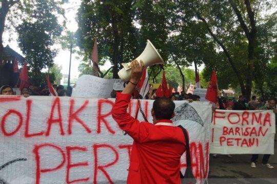 GMNI unjuk rasa di DPRD Sumut tolak RUU Pertanahan