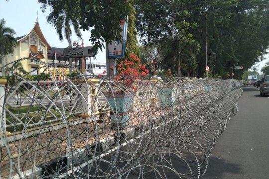 Polisi pasang kawat berduri di Kantor Gubernur Sumbar
