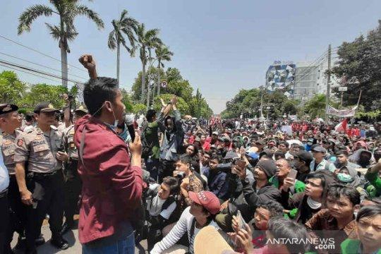 Mahasiswa Cirebon kembali demo DPRD