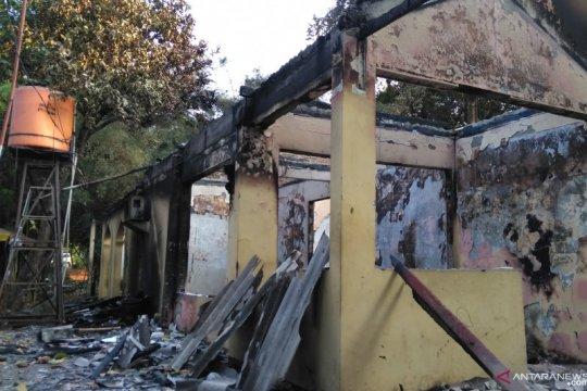 Sisa gas air mata masih terasa di Pejompongan