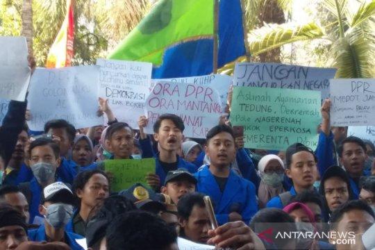 Demo tolak RKUHP dan revisi UU KPK di Jember belanjut