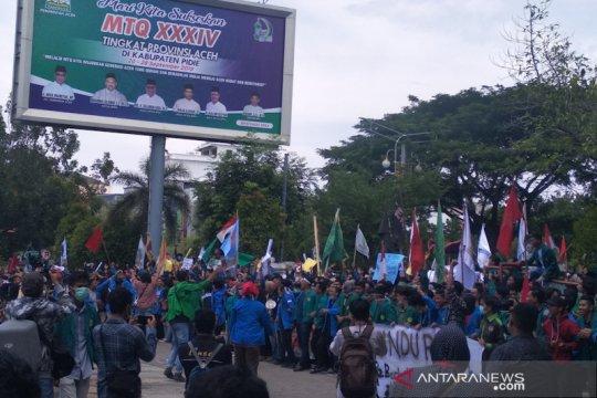 Ribuan mahasiswa padati DPR Aceh