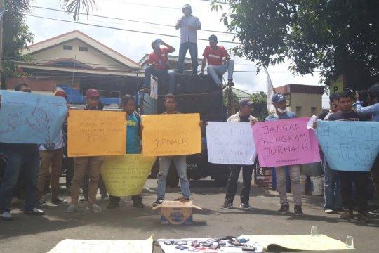 Puluhan wartawan Malut gelar aksi solidaritas
