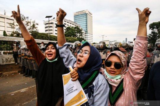 Massa HMI bubarkan diri usai orasi di Gedung DPR-MPR RI