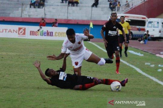 Persipura unggul 1-0 atas PSM Makassar di babak pertama