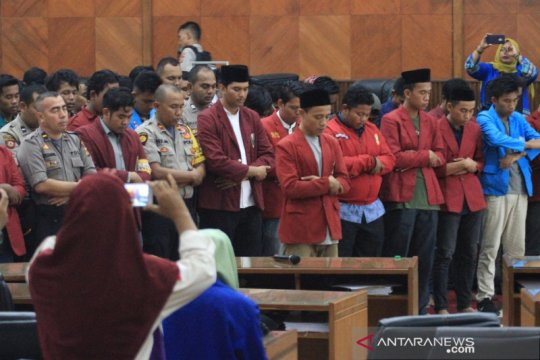 Mahasiswa Aceh shalat gaib untuk korban Randy