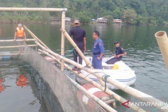 Bagan di Danau Singkarak dibongkar, nelayan peroleh 34 paket perahu