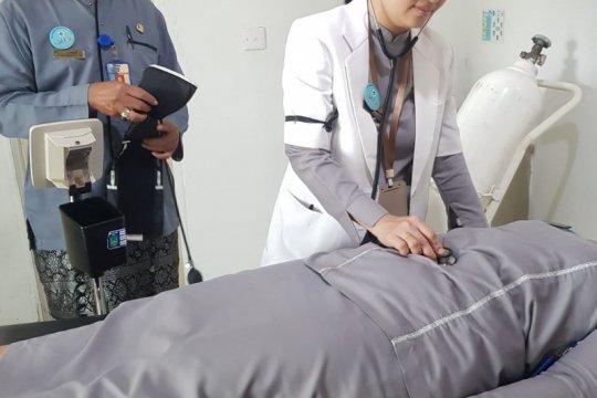 Tenaga medis Batam kenakan pita hitam